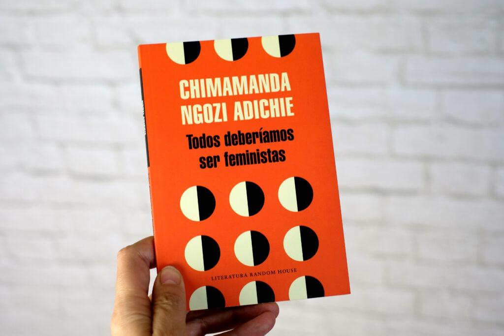Todos deberíamos ser feministas es un ensayo escrito por Chimamanda Ngozi Adichie y publicado por Penguin Random House.