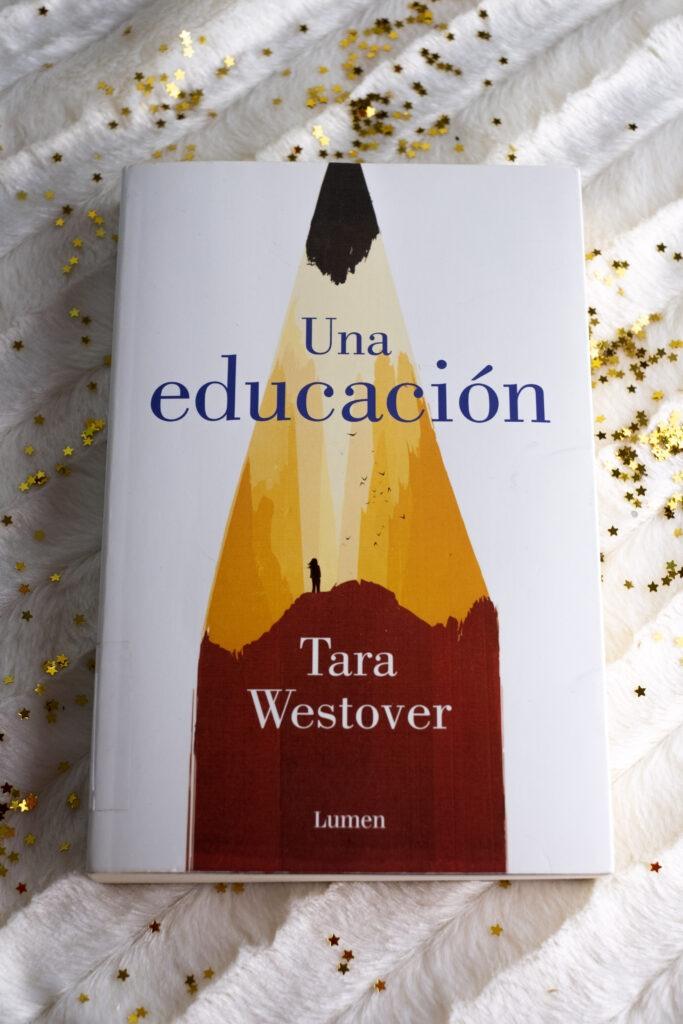 Una educación es la primera novela de Tara Westover publicada por Lumen editorial.
