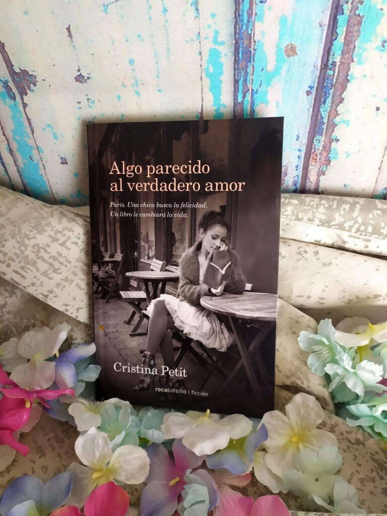 Algo parecido al verdadero amor publicada por Roca editorial y escrita por Cristina Petit. Una novela asombrosa que te encantará.
