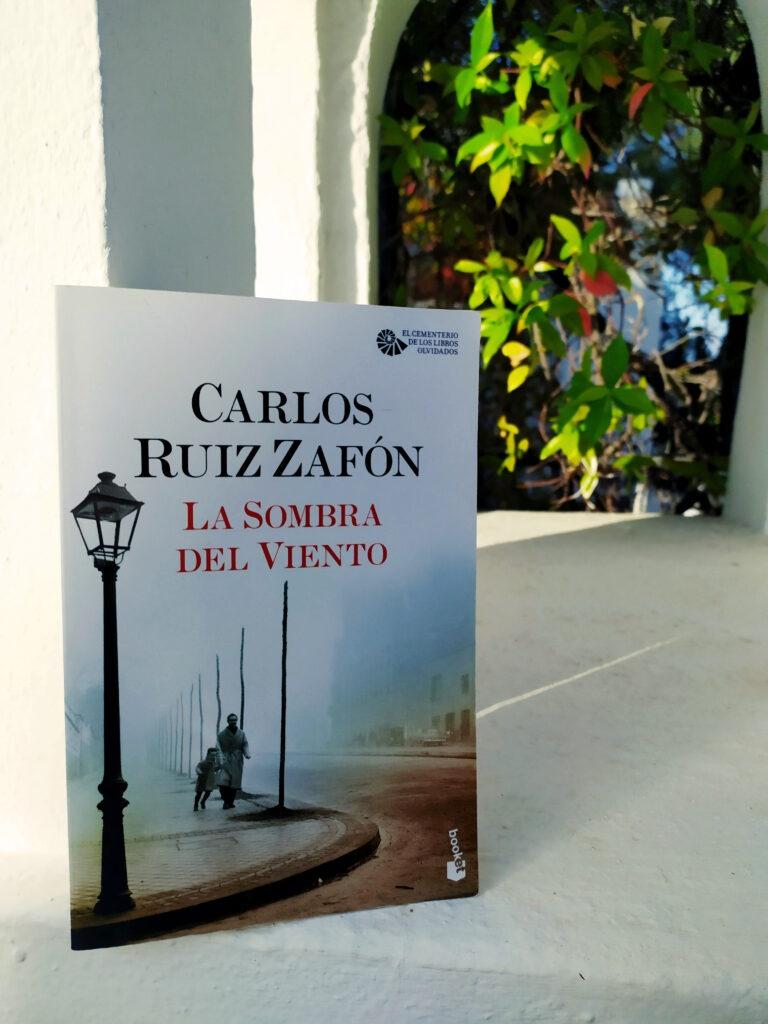 La Sombra del Viento de Carlos Ruiz Zafón.