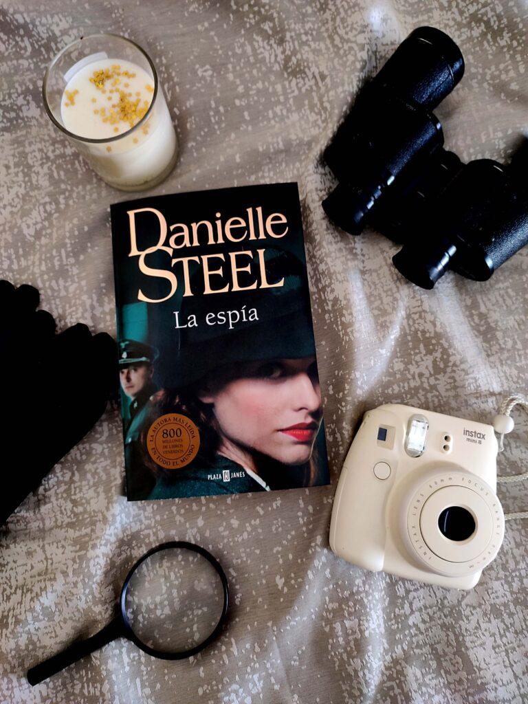 La espía por Danielle Steel.