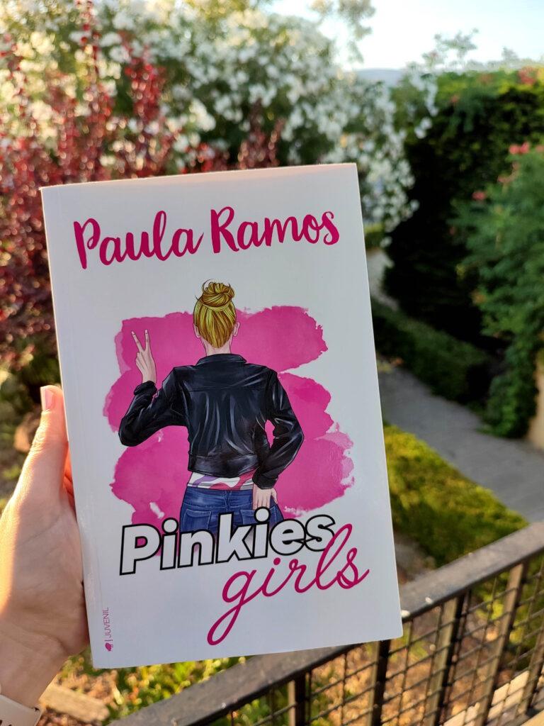 Pinkies Girls por Paula Ramos.