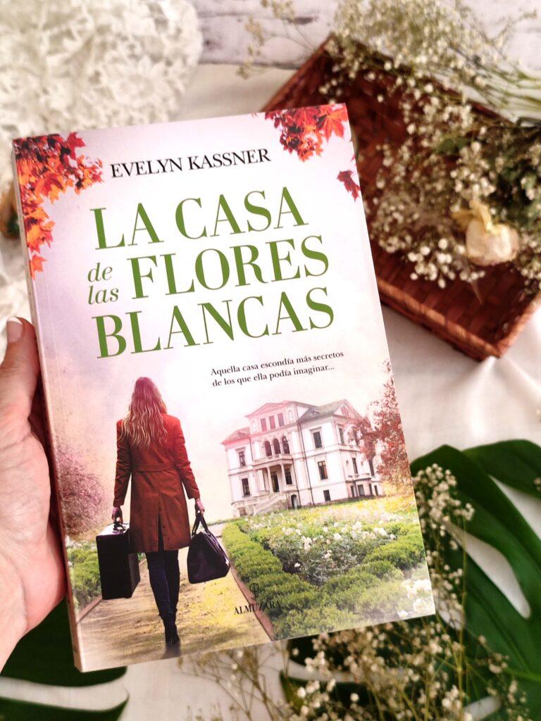 La casa de las flores blancas por Evelyn Kassner.